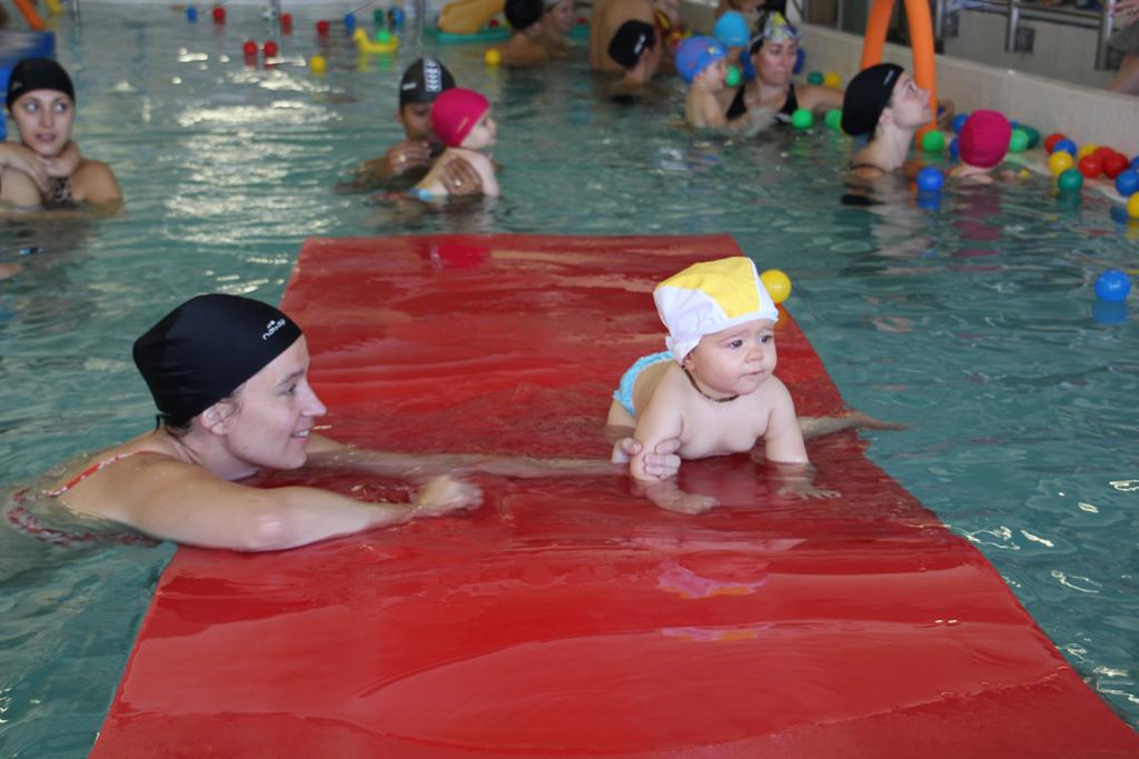 http://amoremiobello.files.wordpress.com/2012/09/baby-swimming005.jpg