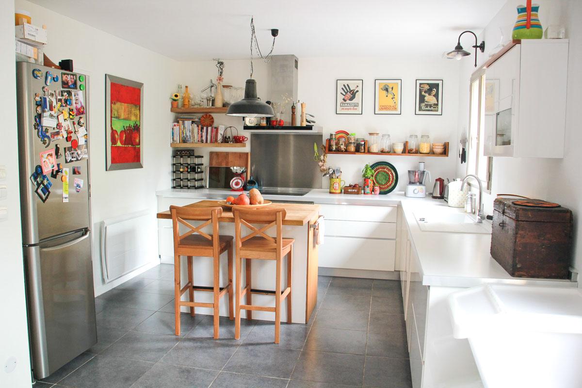 Deco Salon Moderne Classique : cuisine blanche avec étagères en bois – Amore mio Bello