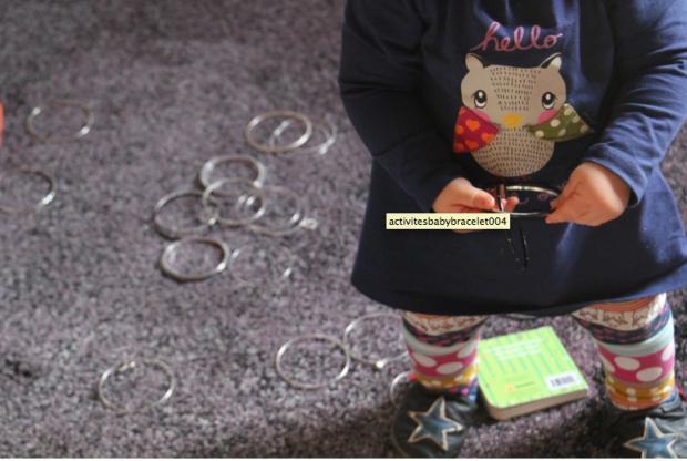 jeu bébé avec bracelets